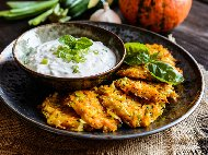 Рецепта Пържени кюфтета от тиквички и сладки картофи